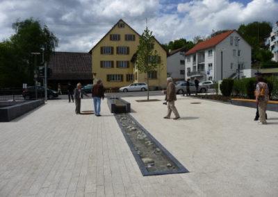 Am Körschplatz mit Brunnen