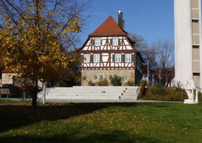 Grüne Mitte, Blick auf das Pfarrhaus